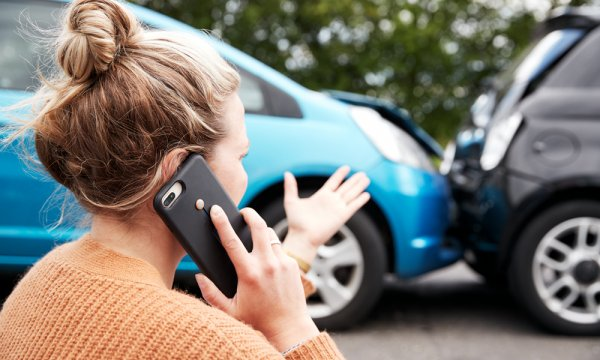 5 reasons you should call your insurance company after a car accident